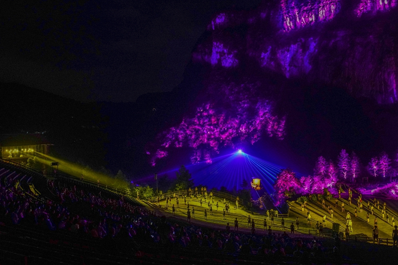 重庆:大型实景剧《印象武隆》复演观众数量